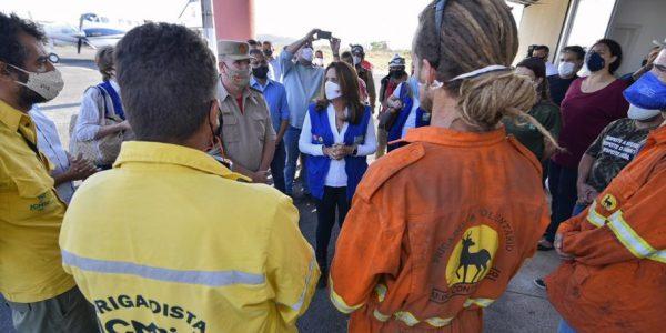 Gracinha Caiado entrega 2,5 mil equipamentos e donativos a brigadistas que combatem incêndios na Chapada