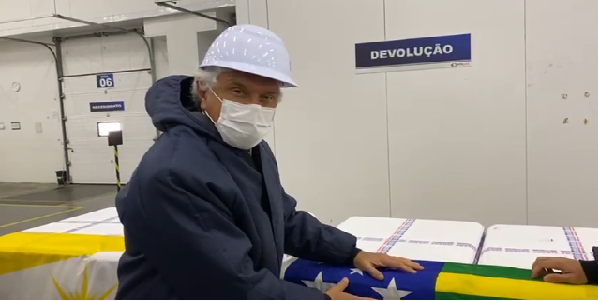 Vacinação contra covid-19 começa nesta segunda às 17h em Goiás